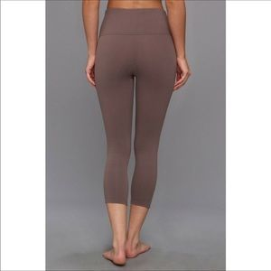SPANX Ready to Wow Structured Legging Crop Capri